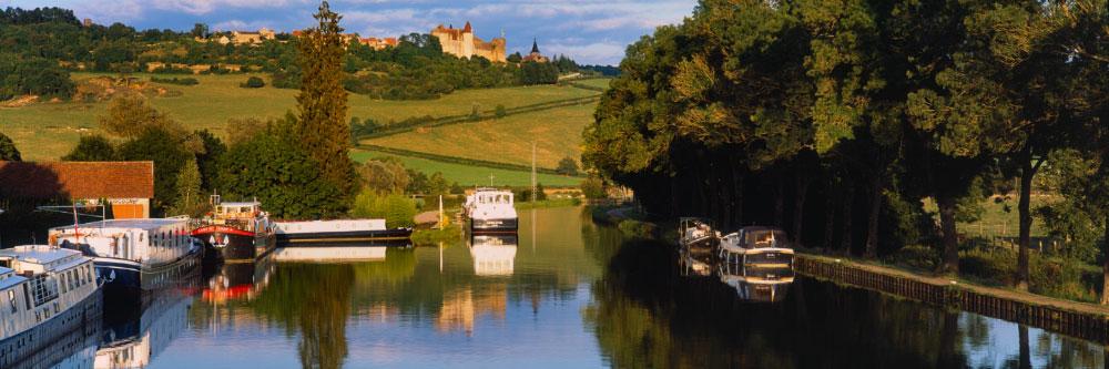 10614 Canal de Bourgogne, près de Châteauneuf-en-Auxois (Côte-d'Or), Août