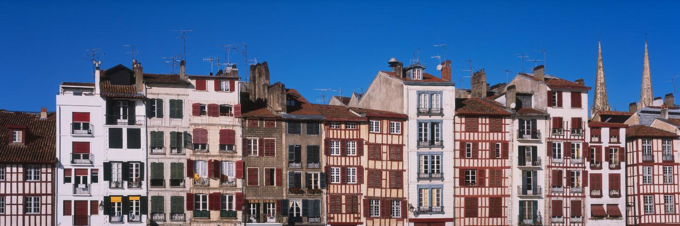 Façades de Bayonne, Pays Basque, côte Atlantique