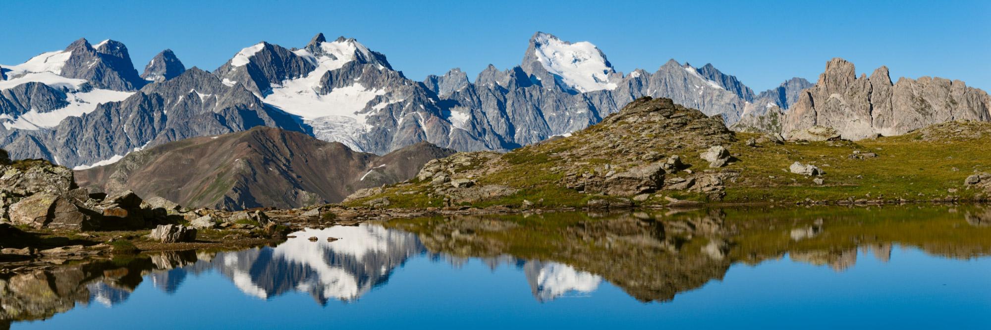 Lac de Gardioles au-dessus de la vallée de la Clarée, Massif des Cerces
