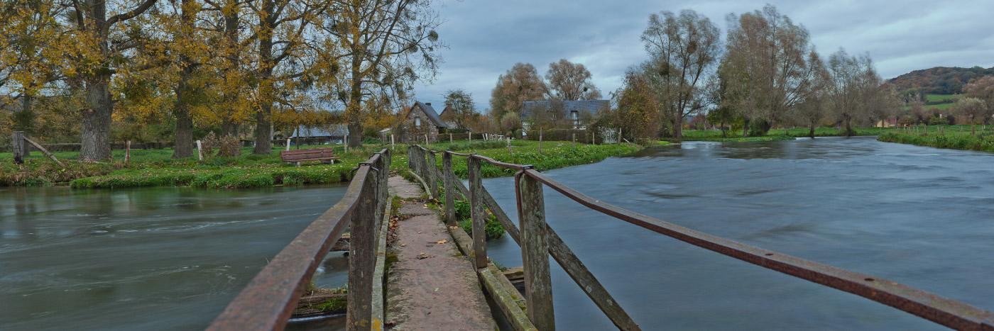 Pont de pierre sur la Varenne, reliant Martigny � St-Aubin-le-Cauf