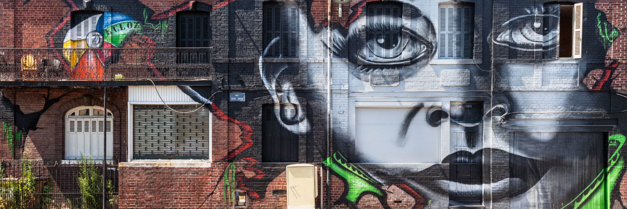 Graff sur immeuble squatté avant démolition, rue Jean Ango, Rouen / Ecloz