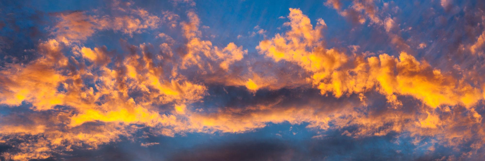 Nuages embrasés par le soleil couchant