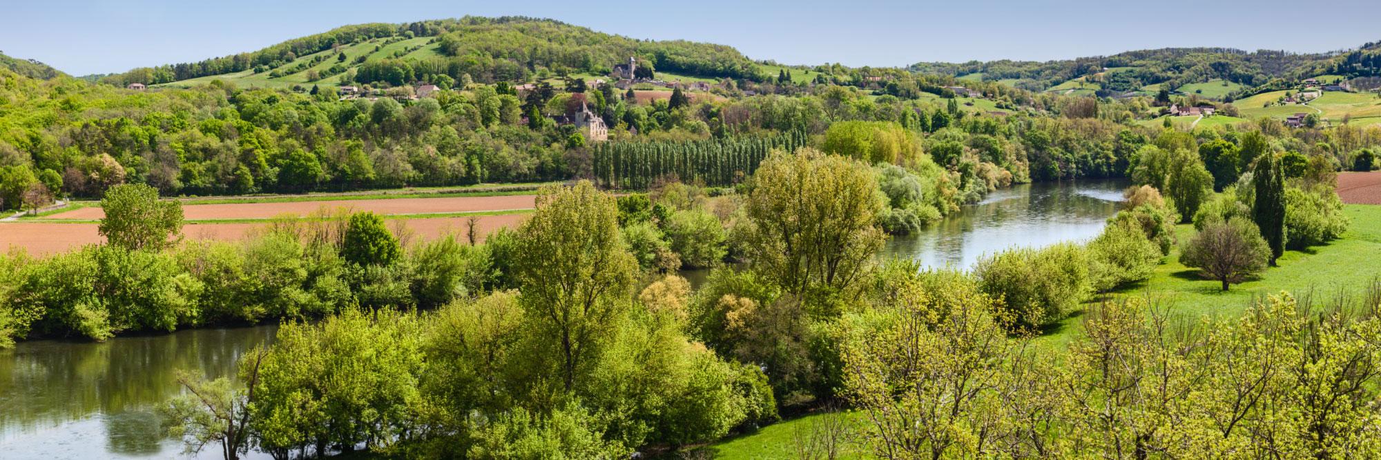 La Dordogne, le chateau de Bétou, l'église et le village de Marnac, le chateau de Mirabel depuis Mouzens