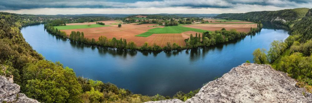 14851 La Dordogne à la cingle de Trémolat (Dordogne), Avril