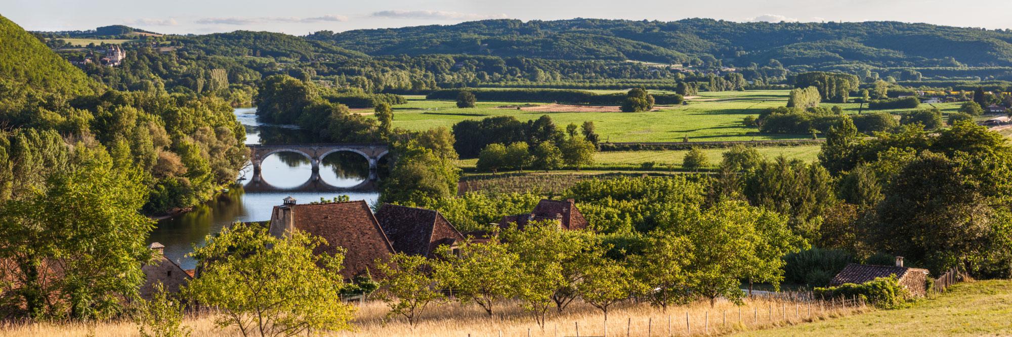 La Dordogne et le château des Milandes, du hameau 'Le Pech', Saint-Vincent-de-Cosse