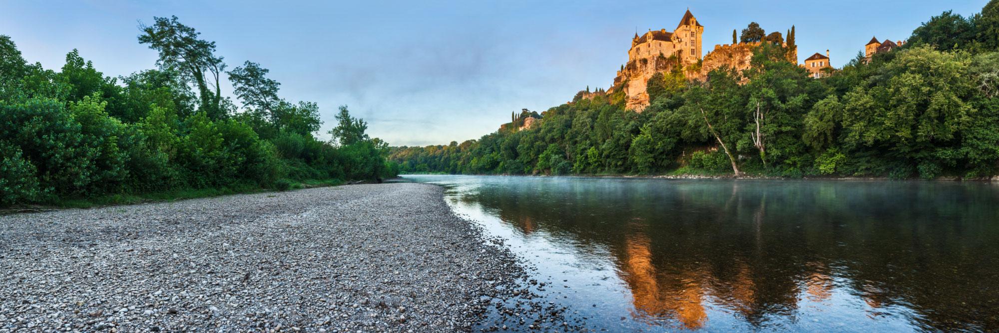 Reflet du château de Montfort dans la Dordogne