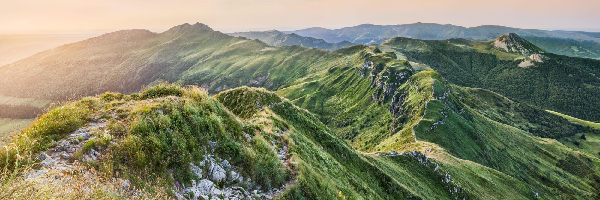La Brèche de Roland sur la crète aérienne entre le Puy Mary et le Peyre-Arse