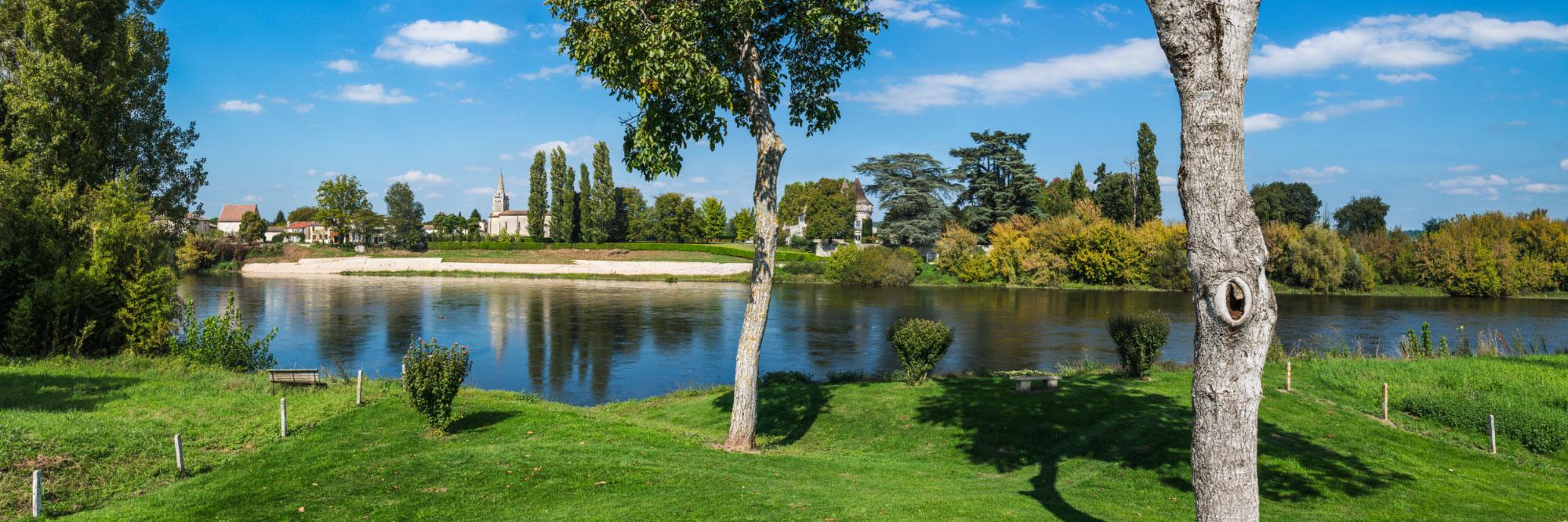 La Dordogne à Saint-Aulaye-de-Breuilh vu d'Eynesse