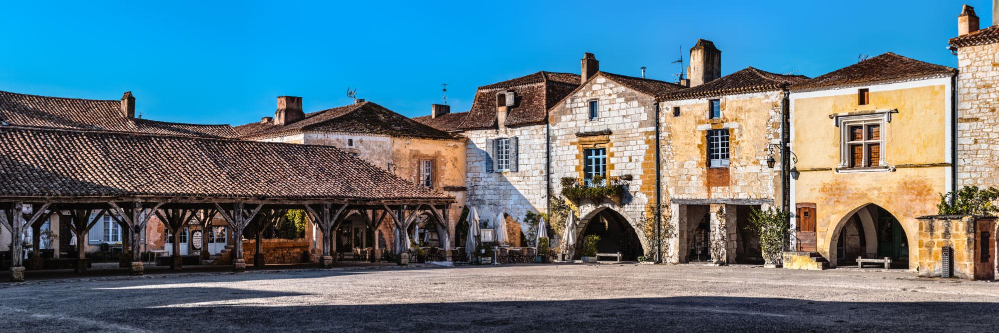 Halle et place des arcades de la bastide médiévale de Monpazier