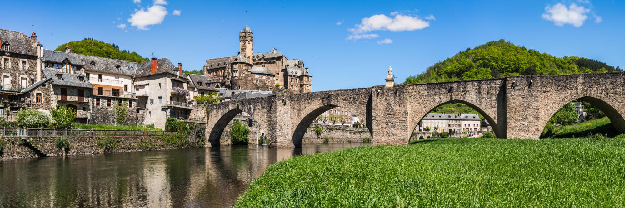 Le château et le pont gothique d'Estaing sur le Lot, Rouergue