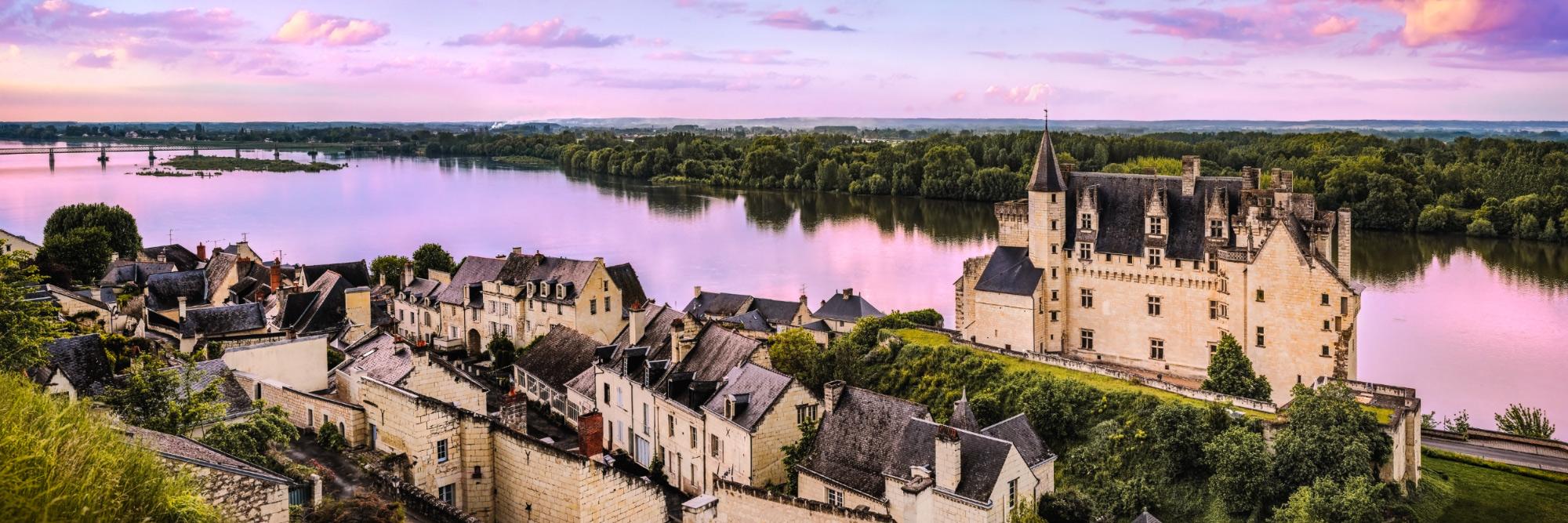 Château et village de Montsoreau dominant la Loire