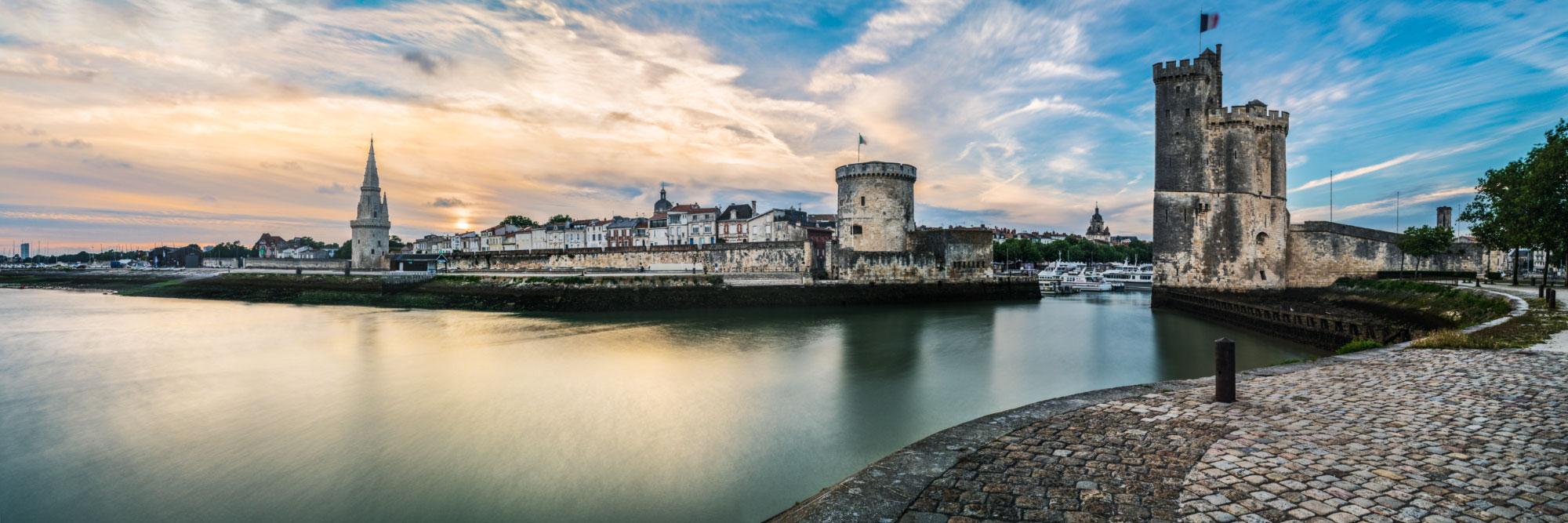 Les deux tours à l'entrée du Vieux-Port médiéval de la Rochelle