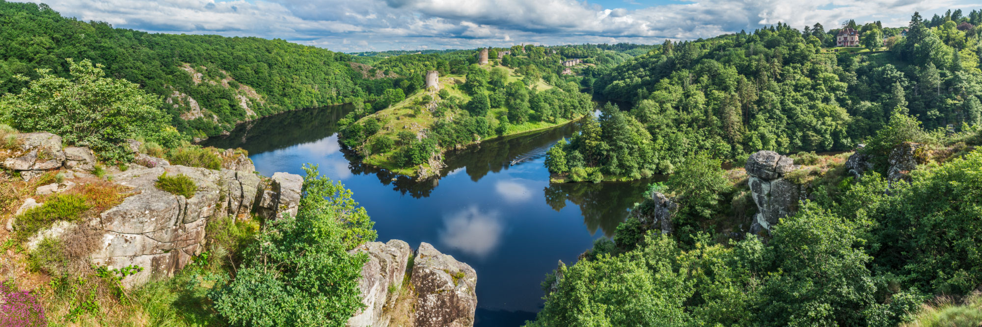 Rocher de la Fileuse, vue sur le confluent de la Creuse et de la Sédelle et sur la forteresse de Crozant