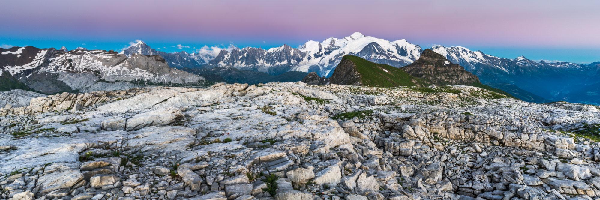 Chaîne du Mont-Blanc depuis le désert du Platé