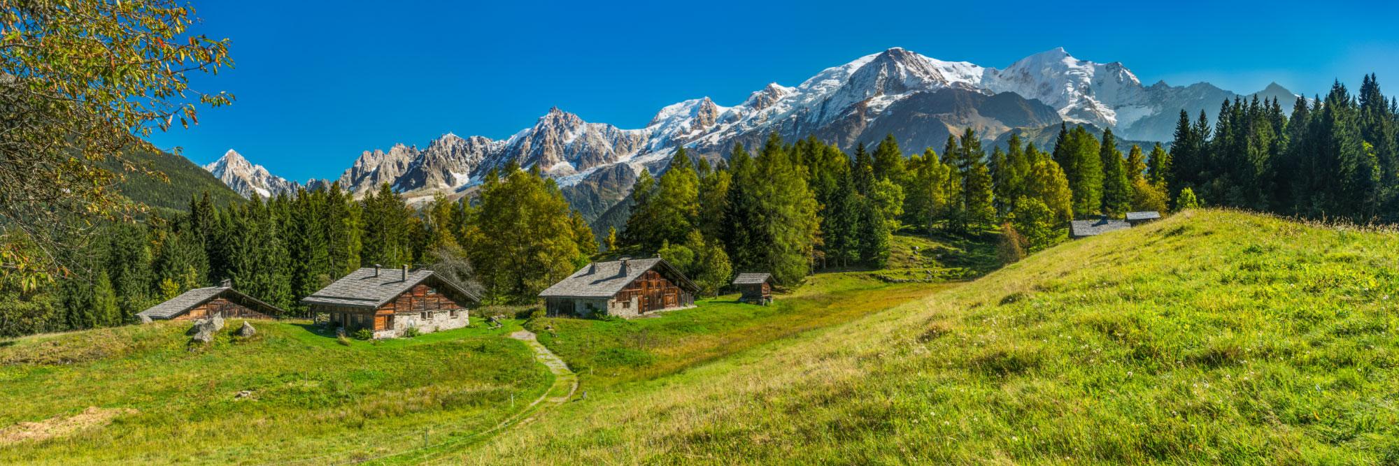 Alpage de Charousse sur fond de Mont-Blanc, Les Houches