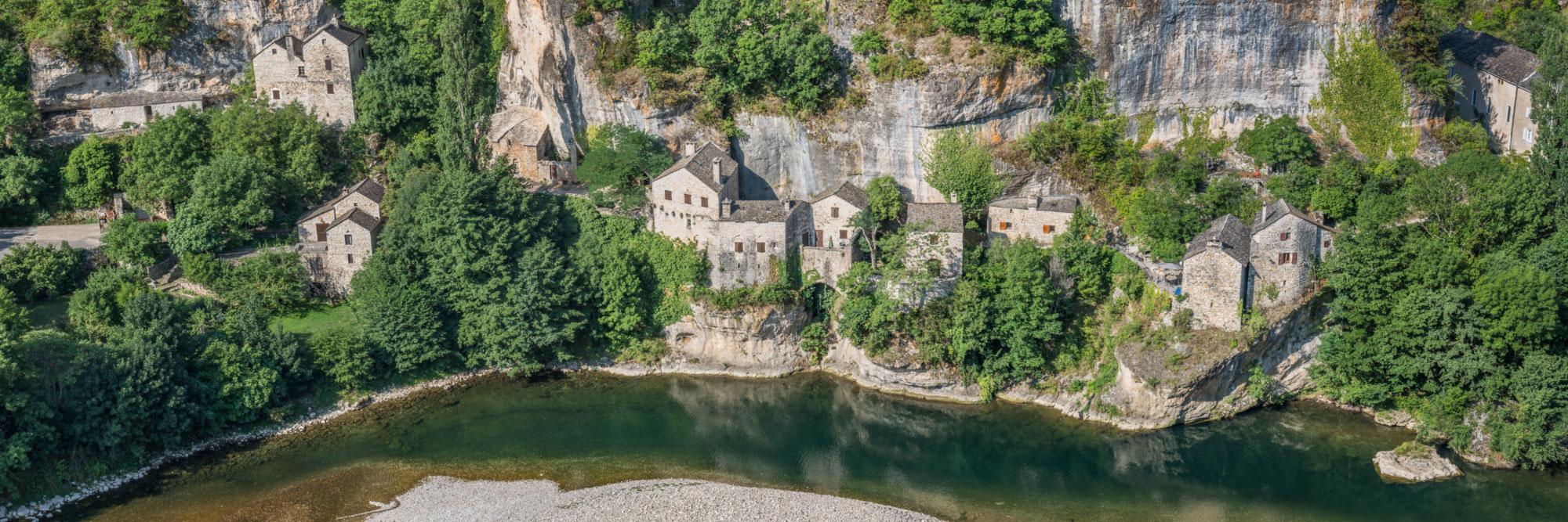Village troglodytique de Castelbouc, gorges du Tarn, Causses
