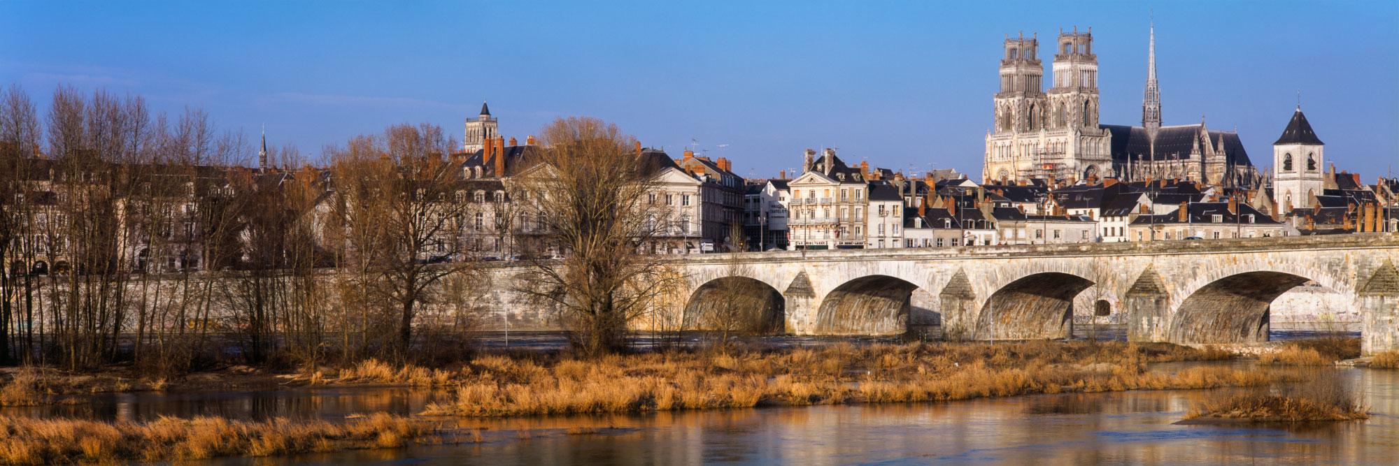 Orléans dominé par sa cathédrale, Val de Loire