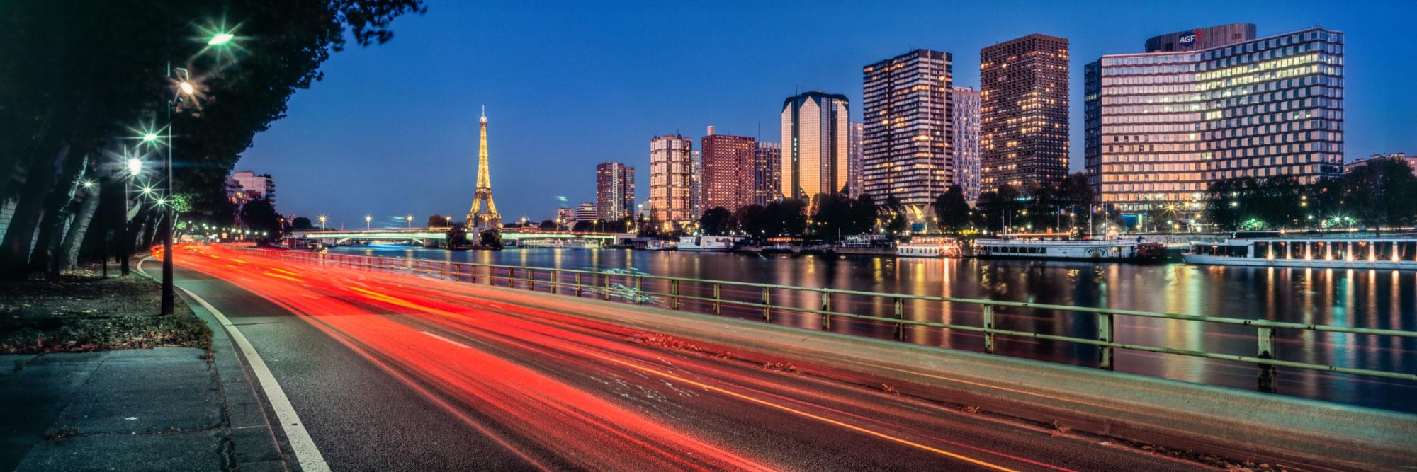Sous le pont Mirabeau coule la Seine