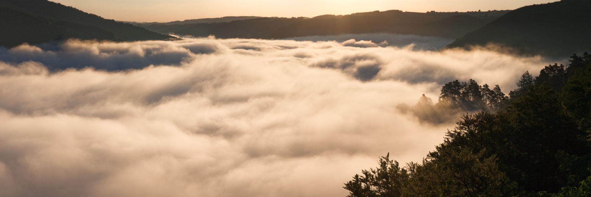 Brume sur la vallée de la Sioule, Queuille